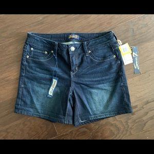 Seven 7 SZ 8 Shorts BNWT Retail $49.00